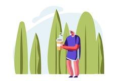 Jeune homme de sourire portant la tasse de papier de paquet d'Eco pour la boisson dans des mains sur le fond de paysage d'été car illustration de vecteur