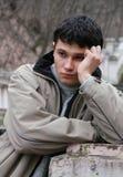 Jeune homme douleureux Image stock