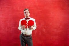 Jeune homme drôle avec le coeur brisé abstrait Image stock