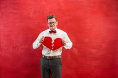 Jeune homme drôle avec le coeur brisé abstrait Photo stock
