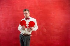 Jeune homme drôle avec le coeur brisé abstrait Photos libres de droits
