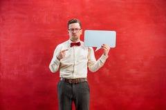 Jeune homme drôle avec le signe vide vide Photographie stock libre de droits