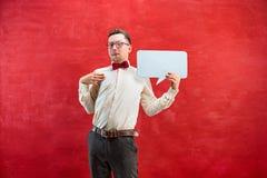 Jeune homme drôle avec le signe vide vide Image stock