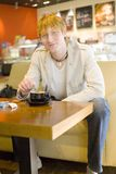Jeune homme et café Photos libres de droits