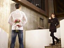 Jeune homme et femme dans l'amour Image stock