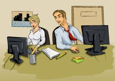 Jeune homme et femme dans le bureau devant l'ordinateur Images stock