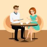 Jeune homme et femme jouant avec le PC de comprimé dans le restaurant. Images stock