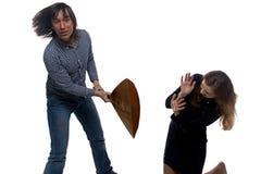 Jeune homme fâché et femme effrayée Photo stock