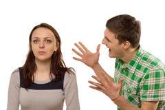 Jeune homme faisant des gestes à son amie Image stock