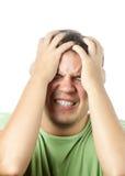 Jeune homme faisant isoler la douleur très intense Images stock