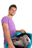 Jeune homme faisant la blanchisserie Photographie stock libre de droits