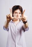 Jeune homme heureux. photos libres de droits