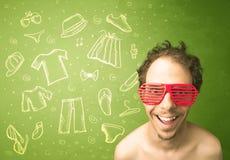 Jeune homme heureux avec des icônes en verre et de vêtements sport Photo stock