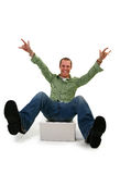 Jeune homme heureux avec l'ordinateur portatif Image libre de droits