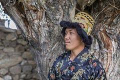 Jeune homme heureux et hansome dans la robe de tradtional Images libres de droits
