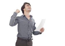 Jeune homme heureux tenant le papier Photos libres de droits