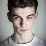 Jeune homme intense photo stock