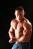 Jeune homme musculaire en bonne santé Image libre de droits