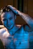 Jeune homme musculaire sexy humide Image libre de droits