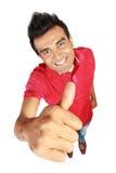 Jeune homme occasionnel heureux affichant le pouce vers le haut Photos stock