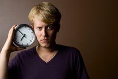 Jeune homme pensant au temps Photos stock