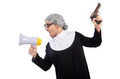 Jeune homme portant comme nonne d'isolement sur le blanc Images libres de droits