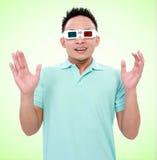 Jeune homme portant 3d-glasses Photos libres de droits