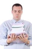 Jeune homme portant une pile de livres Images stock