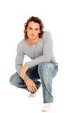 Jeune homme posant sur le studio Photographie stock