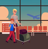 Jeune homme poussant le chariot à bagage avec sa fille tenant l'appareil-photo Image stock