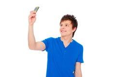 Jeune homme prenant la photo au téléphone photographie stock libre de droits
