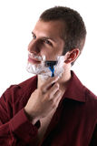 Jeune homme rasant sa barbe Images stock