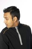 Jeune homme regardant en arrière Image libre de droits