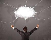 Jeune homme regardant le service du monde de transfert de nuage images stock