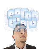 Jeune homme regardant ses amis virtuels Image stock