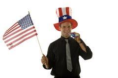Jeune homme retenant l'indicateur américain Photos stock
