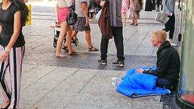 Jeune homme sans abri photographie stock libre de droits