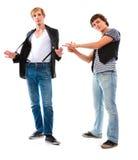 Jeune homme se dirigeant sur l'ami frais Photo stock