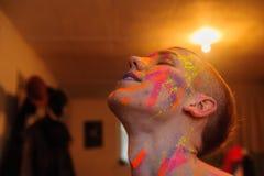 Jeune homme se préparant au photosession Photos stock
