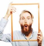 Jeune homme tenant le cadre de tableau Photographie stock libre de droits