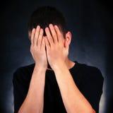 Jeune homme triste Images stock