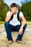 Jeune homme triste extérieur photo stock