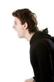 Jeune hurlement fâché d'homme d'isolement sur le blanc Photo stock