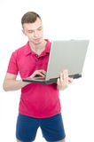 Jeune indépendant et un ordinateur Images stock
