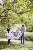 Jeune jeu heureux de famille Photos libres de droits