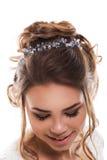 Jeune jeune mariée attirante avec le bouquet des fleurs Photos stock