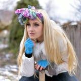 Jeune joli portrait de femme extérieur en hiver Photographie stock