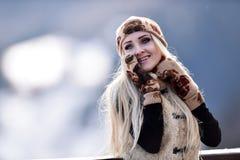 Jeune joli portrait de femme extérieur en hiver Photos libres de droits