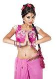 Jeune jolie femme dans la robe indienne photographie stock