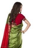 Jeune jolie femme dans la robe verte indienne Images libres de droits